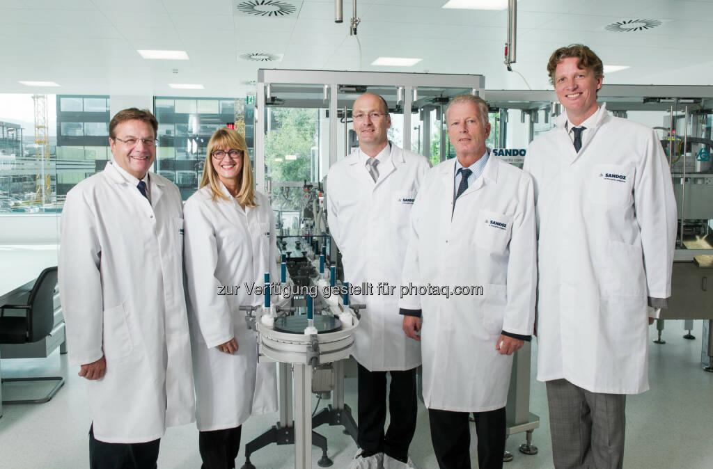 Günther Platter (LH Tirol), Carol Lynch (Global Head of Biopharmaceuticals and Oncology Injectables, Sandoz),  Jens Scheibner (GF Sandoz Biopharmaceuticals Kundl/Schaftenau), Reinhold Mitterlehner (Vizekanzler und Bundesminister), Ard van der Meij (GF Sandoz GmbH Österreich) : Sandoz eröffnet BioInject – eine hochmoderne Biopharmazeutika-Produktion in Schaftenau : Fotocredit: Novartis Austria GmbH/Christoph Ascher, © Aussendung (17.09.2015)