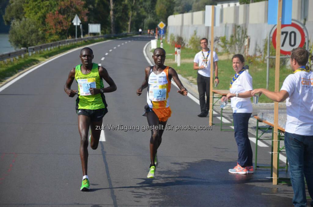 Kongin Bonifaze (KEN), 2. Platz Wachau Halbmarathon, Bett Benard (KEN), Run2gether, Sieger Wachau Halbmarathon, © Run2gether (18.09.2015)