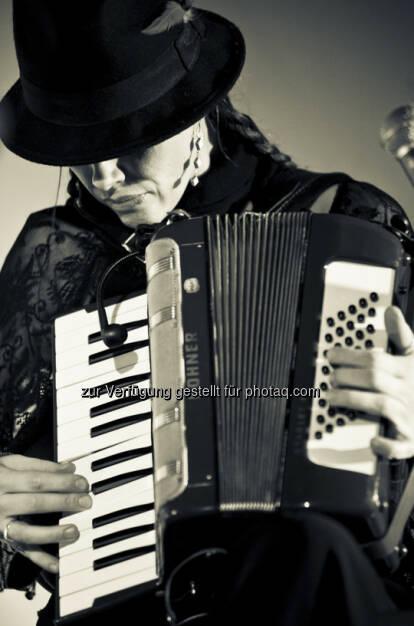Heike Binder, Sotvr, Akkordeon http://www.monkeymusic.at/sotvr_reaper.php (c) Ulrike Rauch (21.03.2013)