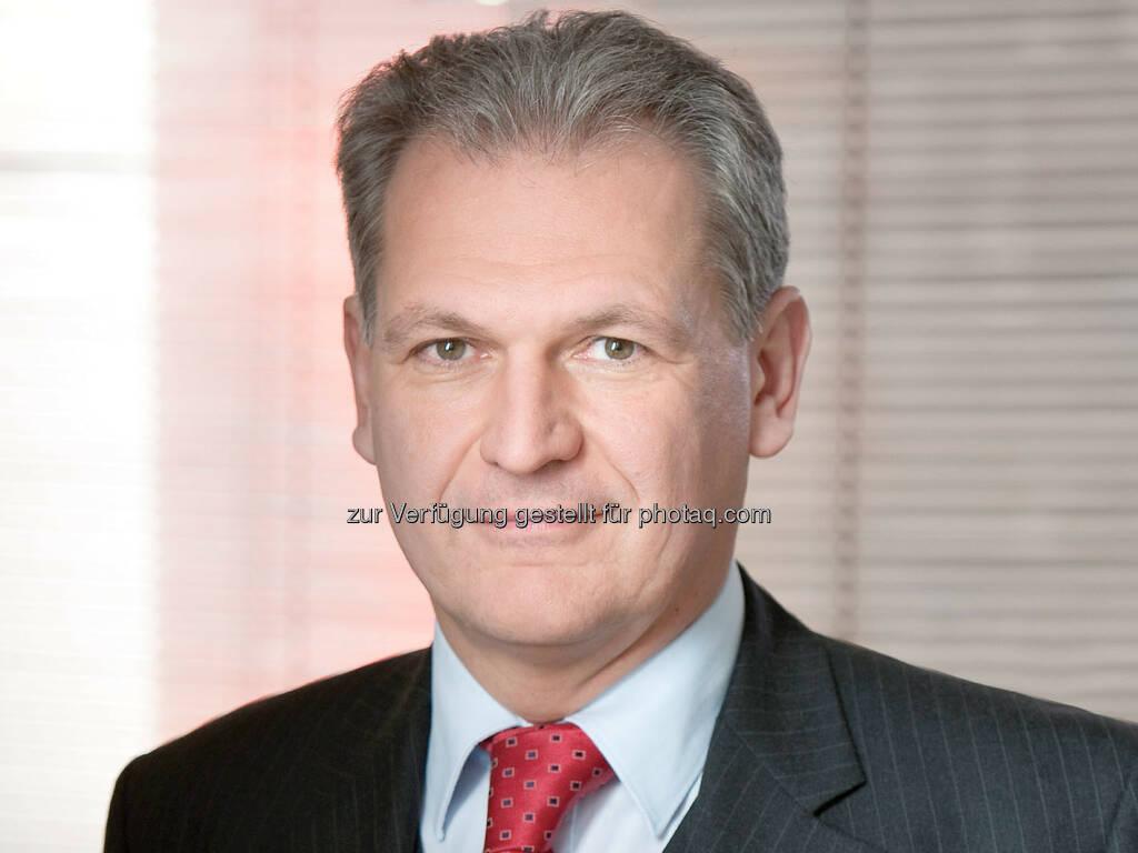 Tibor Fabian (Partner) : Ein Team um Binder Grösswang Partner Tibor Fabian (Banking and Finance) und Markus Uitz (Corporate/M&A) beriet das englische Käuferkonsortium, bestehend aus der englischen Interritus Limited, die von Patrick Bettscheider initiiert wurde, und der irischen Trinity Investments Limited, die vom Londoner Vermögensverwalter Attestor Capital LLP verwaltet wird, beim Erwerb von 99,78 % der Anteile an der Kommunalkredit Austria im Rahmen eines Bieterverfahrens : © Binder Grösswang Rechtsanwälte GmbH, © Aussendung (28.09.2015)