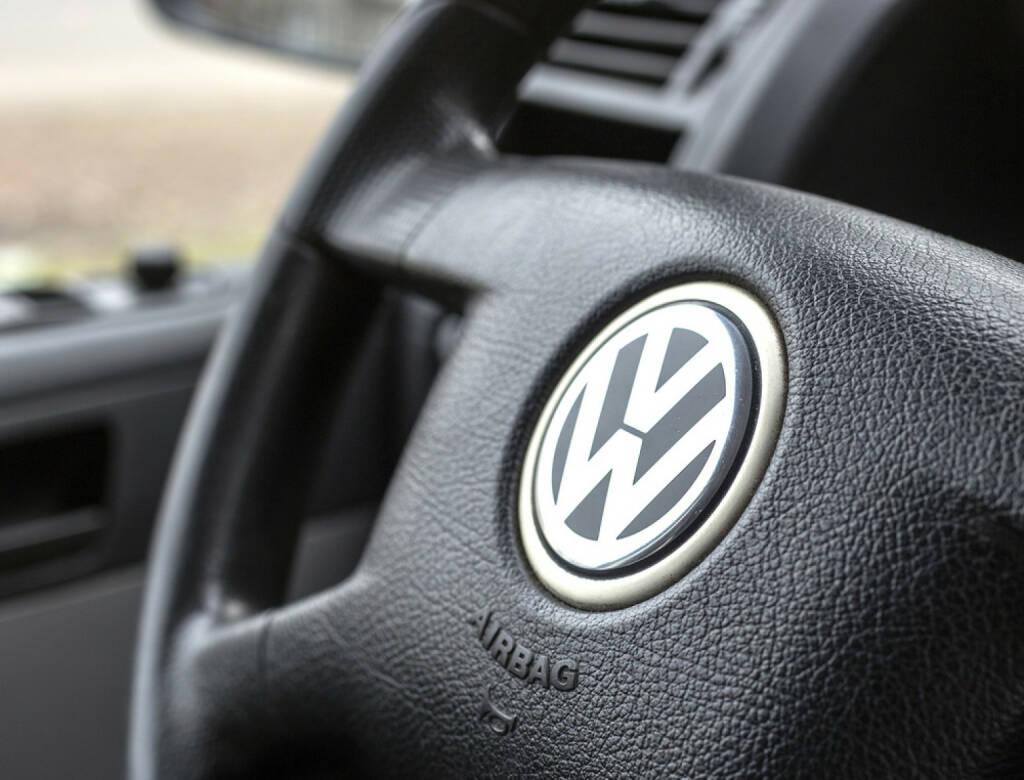 VW, Volkswagen, Lenkrad, <a href=http://www.shutterstock.com/gallery-795697p1.html?cr=00&pl=edit-00>Quka</a> / <a href=http://www.shutterstock.com/editorial?cr=00&pl=edit-00>Shutterstock.com</a>, Quka / Shutterstock.com, © www.shutterstock.com (29.09.2015)