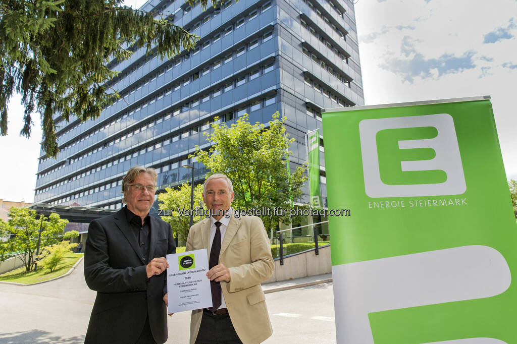 "Ernst Giselbrecht (Architekt), Christian Purre (Vorstandssprecher) : Großer US-Architekturpreis ""Green Good Design Award""  für ""E-Office"" der Energie Steiermark : Fotocredit: Energie Steiermark, © Aussendung (30.09.2015)"