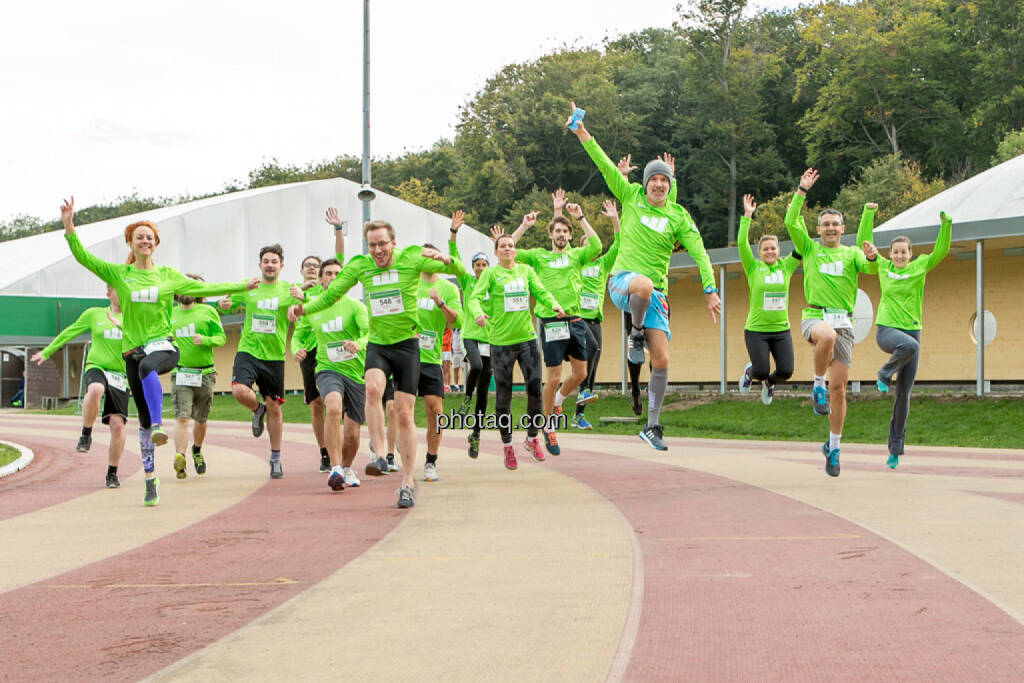 Team wikifolio Runplugged Runners, jump, yes, Sprung, © Martina Draper/photaq (04.10.2015)