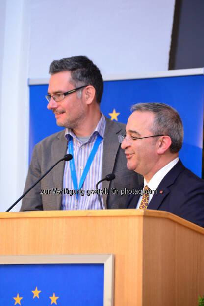 Stephan Amann (Abteilungsleiter Integration und Interkulturabteilung Volkshilfe Wien), Ramazan Salman (GF Ethnomedizinischen Zentrum e.V. Hannover) : Preisverleihung des European Health Awards in Gastein am 2. Oktober 2015 : MiMi-Gesundheitsprojekt des Ethno-Medizinischen Zentrums in Hannover, das in Österreich von der Volkshilfe Wien durchgeführt wird, siegt beim European Health Award 2015 : ©ehfg, © Aussendung (05.10.2015)