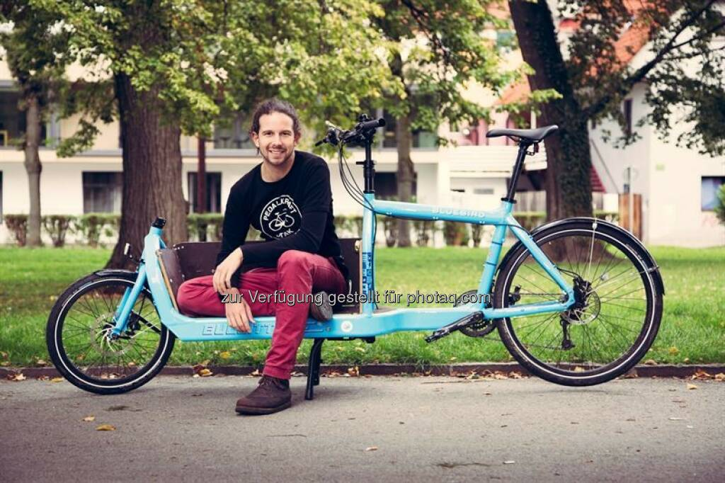 Daniel Kofler (GF Bike Citizens) : Bike Citizens befährt neue Wege : Fahrrad-Online-Plattform sammelt Geld über die Crowd : Für die Erschließung des Marktes in Amerika sowie für den Aufbau eines Online-Shops für die Vermarktung nützlicher Fahrrad-Produkte sammelt Bike Citizens ab 8. Oktober Kapital auf der Crowdfunding-Plattform Green Rocket : Fotocredit: Bike Citizens, © Aussendung (08.10.2015)