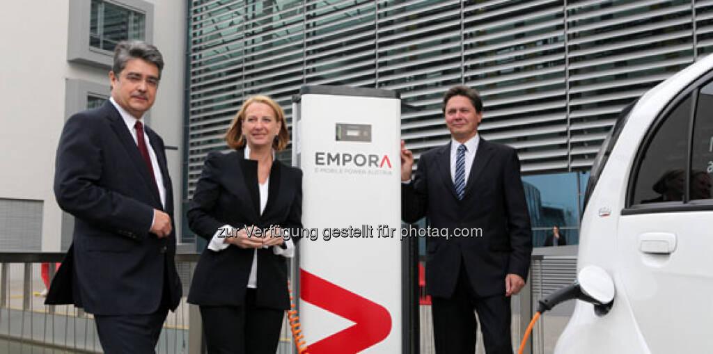 Bundesministerin Doris Bures und die beiden Generaldirektoren Wolfgang Anzengruber (re.), Verbund AG, und Wolfgang Hesoun, Siemens AG Österreich, Zusammenhang siehe http://www.verbund.com/bg/de/blog/2013/01/12/e-mobile-power-empora-elektromobilitaet (23.03.2013)