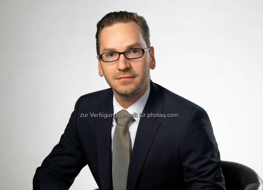 Roland Schmid (Owner, CEO Immo United GmbH) : Immo United : Wien hat gewählt - So kaufen die Wähler Wohnungen : Auswertung von Immo United zeigt Häufigkeit und Durchschnittspreis der Wohnungskäufe im Vergleich : FPÖ-Wähler geben pro Quadratmeter am wenigsten für ihre eigenen vier Wände aus während ÖVP-Wähler die teuersten Wohnungen besitzen. Wähler der SPÖ haben in den letzten fünf Jahren im Vergleich zu den Wählern anderer Parteien überdurchschnittlich viele Wohnungen gekauft : Fotocredit: Immo United GmbH/Wilke, © Aussender (27.10.2015)