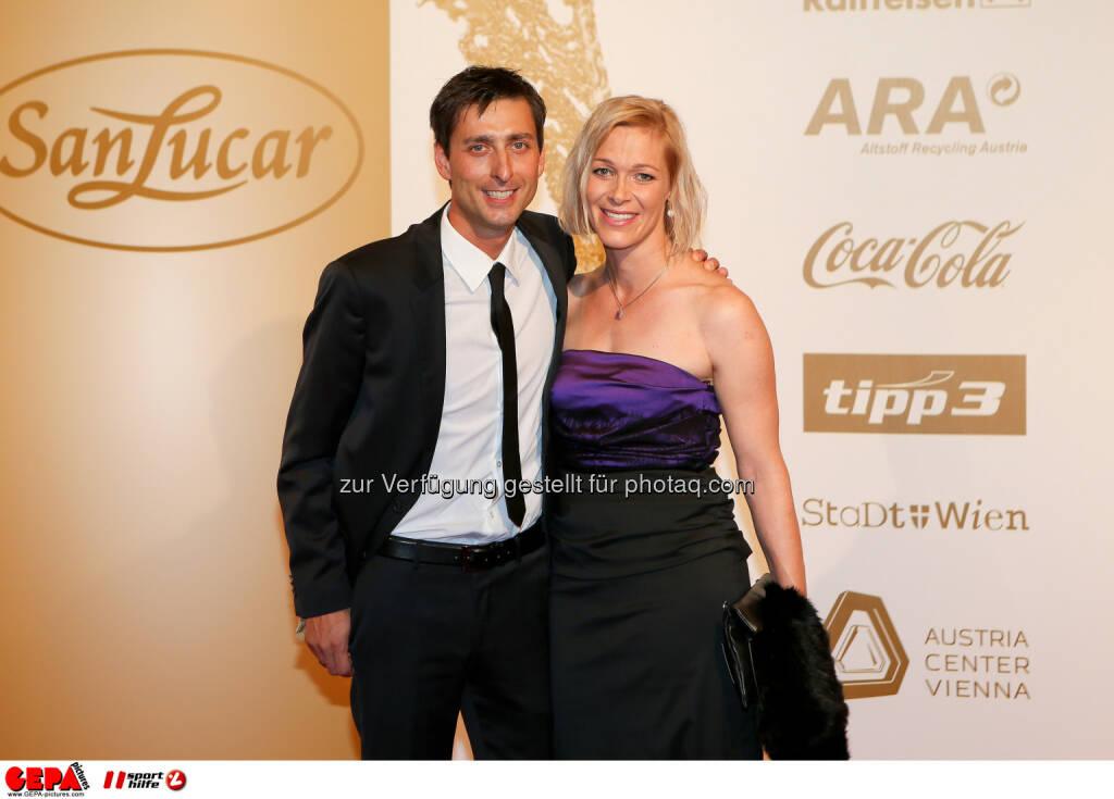 Mario Stecher mir Ehefrau Carina : Photo: GEPA pictures/ Christian Walgram (30.10.2015)