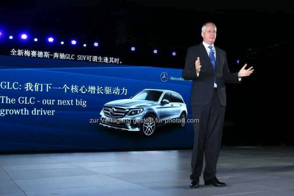 """Hubertus Troska (Vorstandsmitglied der Daimler AG und zuständig für Greater China) : Produktionsstart des neuen GLC in China : Der GLC ist bereits das zweite neue SUV-Modell, dessen Produktion 2015 bei Beijing Benz anläuft : Hubertus Troska: """"Der GLC ist jüngster Beweis der enormen Entwicklung unserer lokalen Produktion : 2015 werden bei BBAC erstmals über 200.000 Fahrzeuge innerhalb eines Jahres vom Band rollen."""" © Daimler AG, © Aussendung (30.10.2015)"""