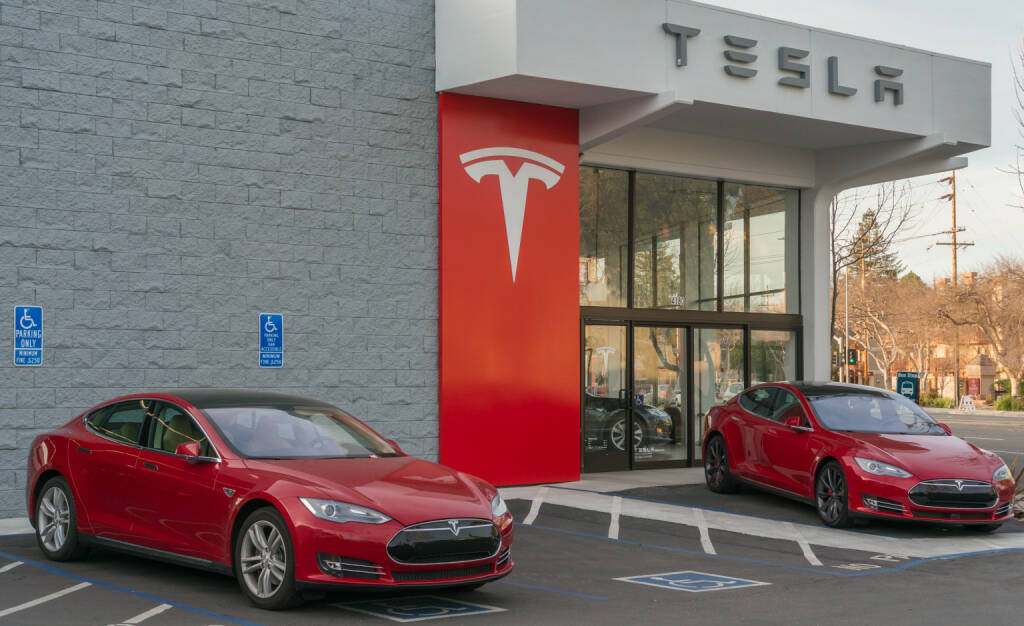 Tesla, Model S <a href=http://www.shutterstock.com/gallery-2633281p1.html?cr=00&pl=edit-00>Asif Islam</a> / <a href=http://www.shutterstock.com/editorial?cr=00&pl=edit-00>Shutterstock.com</a>, © www.shutterstock.com (04.11.2015)