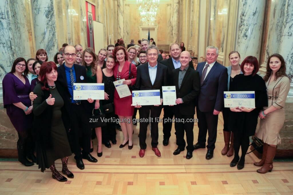 Preisträger des Betrieblichen Sozialpreises 2015 : Bundesminister Rudolf Hundstorfer verlieh Betrieblichen Sozialpreis 2015 : Fotocredit: fair-finance Vorsorgekasse AG/APA-Fotoservice/Juhasz, © Aussendung (04.11.2015)