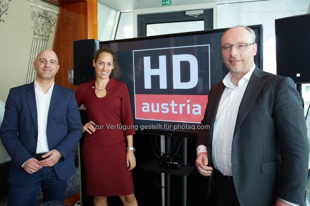 Matthias Schwankl (Head of Product Management der M7 Group), Bianca Schwarzjirg (Moderatorin), Martijn van Hout (Vice President der M7 Group und Country Manager für Österreich und Deutschland) : HD Austria startet im November eine eigene, unabhängige Satelliten-TV-Plattform als kostengünstige Alternative zur ORF Digital-Plattform : Darüber hinaus bietet die neue HD Austria-Plattform neue Streaming- und Video-on-Demand-Angebote : Fotocredit: Eviso Austria GmbH/APA-Fotoservice/Preiss, © Aussendung (10.11.2015)