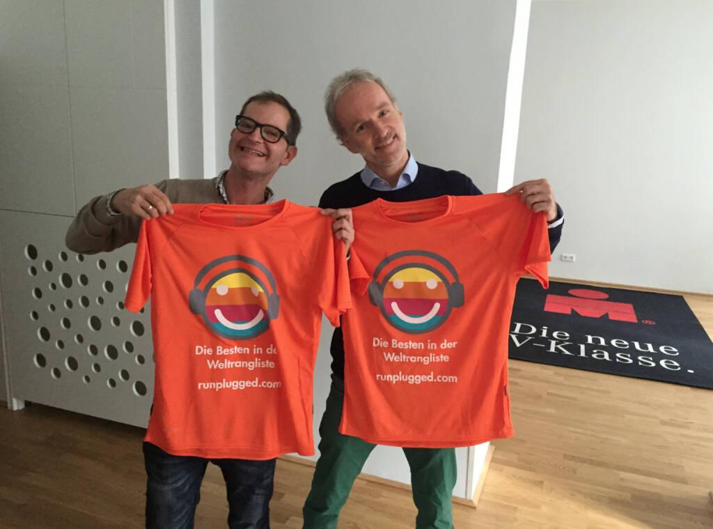 Clemens Haipl, Christian Drastil mit dem mit dem We love Laufkundschaft-Shirt (11.11.2015)