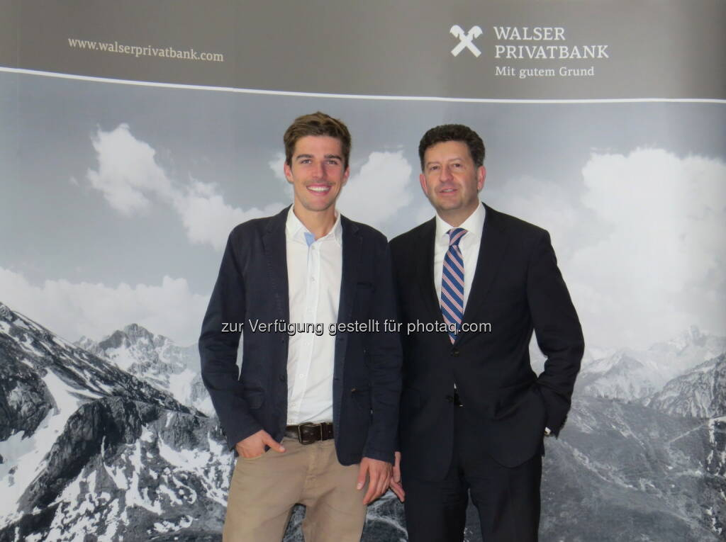 Johannes Rydzek, Markus Kalab (Leiter Marketing Walser Privatbank) : Doppel-Weltmeister der Nordischen Kombination Johannes Rydzek ist neues Testimonial der Walser Privatbank : Fotocredit: Walser Privatbank AG, © Aussender (16.11.2015)