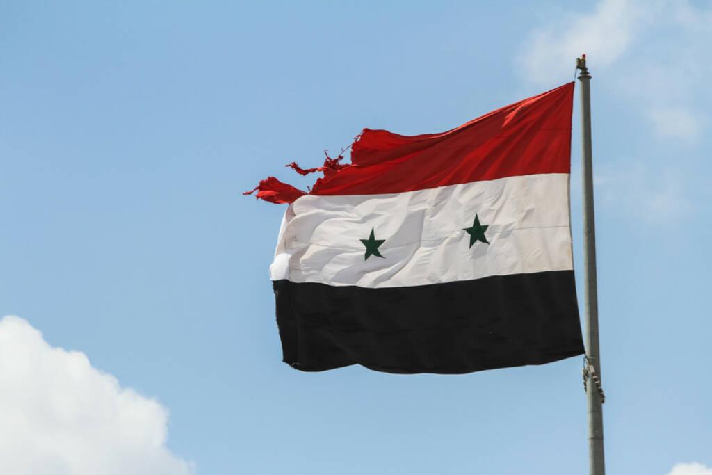 Syrien, Flagge, Fahne, <a href=http://www.shutterstock.com/gallery-3278237p1.html?cr=00&pl=edit-00>Volodymyr Borodin</a> / <a href=http://www.shutterstock.com/editorial?cr=00&pl=edit-00>Shutterstock.com</a>, Volodymyr Borodin / Shutterstock.com, © www.shutterstock.com (17.11.2015)