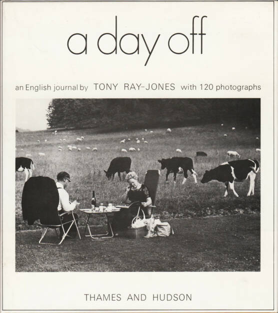 Tony Ray-Jones - A day off, Thames and Hudson 1974, Cover - http://josefchladek.com/book/tony_ray-jones_-_a_day_off, © (c) josefchladek.com (18.11.2015)