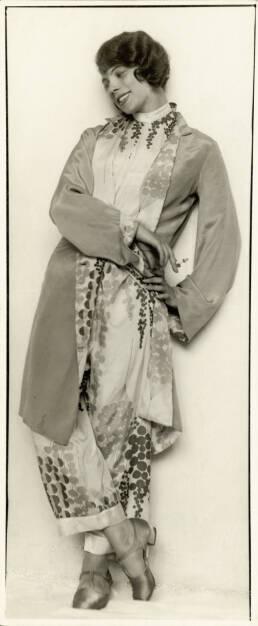 Trude Fleischmann (1895–1990): Die Tänzerin Tilly Losch (1903-1975), um 1925, Fotografie auf Papier, 22 × 9 cm : Flüchtige Schönheit: JTI Austria präsentiert ein Stück Zeitgeschichte im Leopold Museum : Kunst und Design der 1920er Jahre aus der JTI Collection Vienna : Fotocredit: Imagno/Austrian Archives, © Aussendung (18.11.2015)