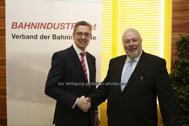 Thomas Karl, Wolfgang Röss : Verband der Bahnindustrie : Thomas Karl ist neuer Präsident und folgt Wolfgang Röss nach : Fotocredit: Verband der Bahnindustrie/APA-Foto/Roßboth