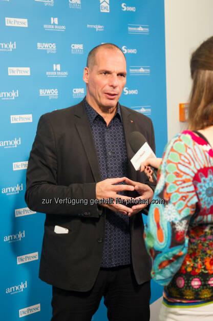 Yanis Varoufakis : Yanis Varoufakis äußert sich negativ auf der re.comm 15 in Kitzbühel zum verabschiedeten Reformpaket : Dies sei nur ein kleiner Teil eines Programms, das geschaffen wurde, um zu scheitern : Fotocredit: Jana Madzigon / epmedia, © Aussender (21.11.2015)