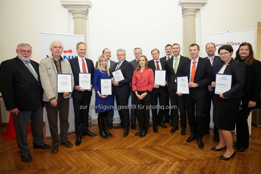 """Franz Fischler (Europäisches Forum Alpbach), Klaus Rosenkranz (Erste Group), Martin Grüll (Raiffeisen Bank), Petra Ringler (Vienna Insurance Group), Dieter Rom (Security AG), Günther Rabensteiner (Verbund), Reinhard Friesenbichler (rfu), Catherine Cziharz (rfu), Gerald Reidinger (EVN AG), Günther Herndlhofer (VBV), Martin Wenzl (Wiener Börse), Thomas Riegler (Lenzing), Peter Eitzenberger (VBV), Christine Vieira Paschoalique (Wienerberger), Andrea Sihn-Weber (Raiffeisen Zentralbank) : Die VBV – Vorsorgekasse AG, Österreichs führende Vorsorgekasse im Bereich Abfertigung NEU und Selbständigenvorsorge, feiert mit Partnern das 10-jährige Bestehen des VBV Österreichischen Nachhaltigkeitsindex """"VÖNIX"""" : Fotocredit: VBV Vorsorgekasse AG/APA-Fotoservice/Preiss, © Aussendung (25.11.2015)"""