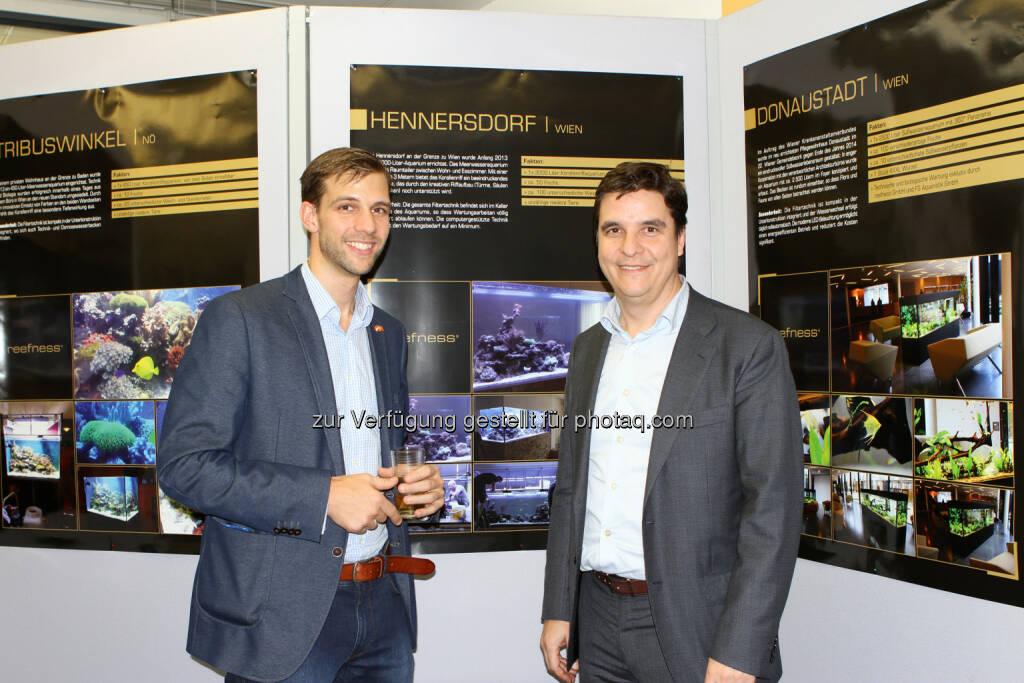 Francisco Somborn (GF), Laszlo Kovacs (Eigentümer) : Hausmesse der reefness GmbH - Aquarienanlagenbau mit Schwerpunkt Meerwasser - im U4 Center : Fotocredit: reefness GmbH/Alushaj, © Aussendung (05.12.2015)