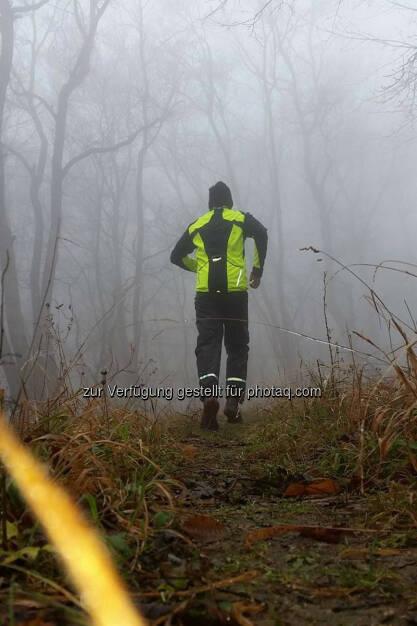 Michael Lagler, Omotion, laufen, Nebel, reflektieren, bergauf, © Michael Lagler (09.12.2015)