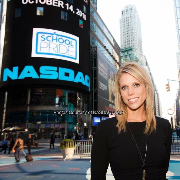 #TBT to that time when Cheryl Hines came to @Nasdaq! #throwbackthursday #cherylhines  Source: http://facebook.com/NASDAQ (18.12.2015)