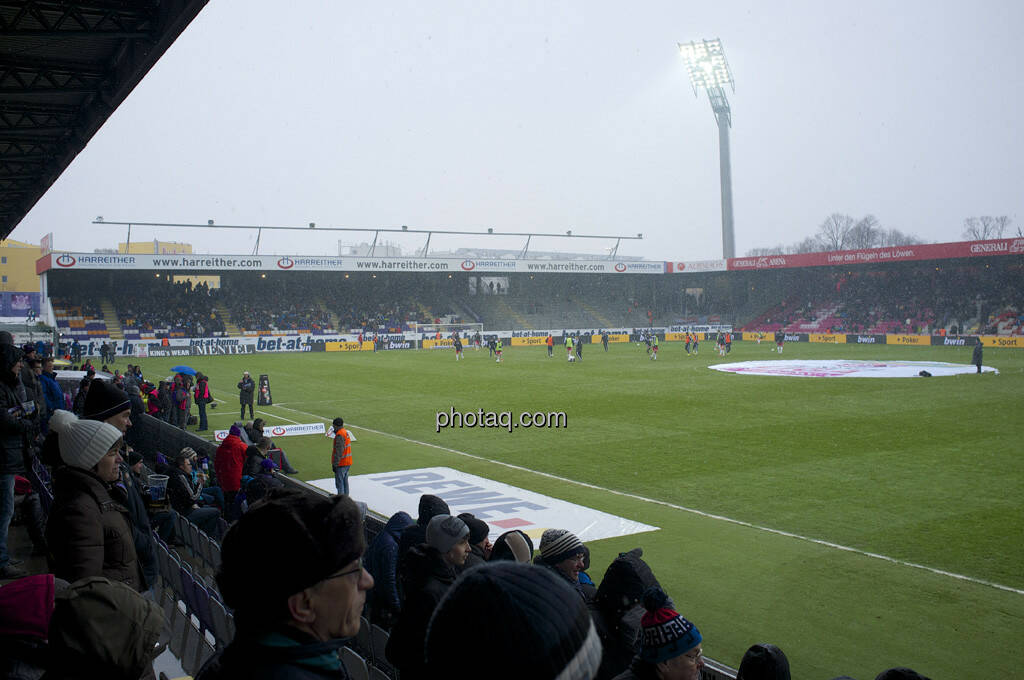 Fussballfeld, Flutlicht (31.03.2013)