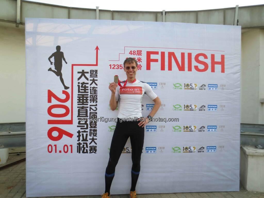 Rolf Majcen: Platz 3 bei Treppenlauf in Dalian, © Aussendung (01.01.2016)