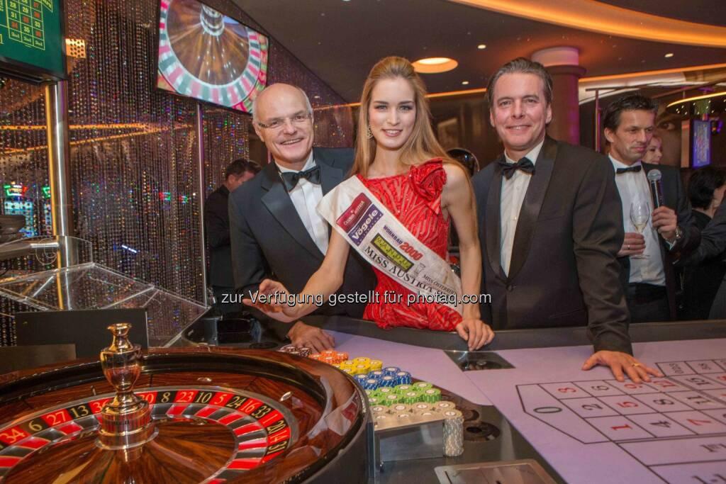 Karl Stoss (Casinos Austria), Miss Austria Annika Grill, Paul Vogel: Casino Zell am See in der Silvesternacht eröffnet, © Aussender (01.01.2016)