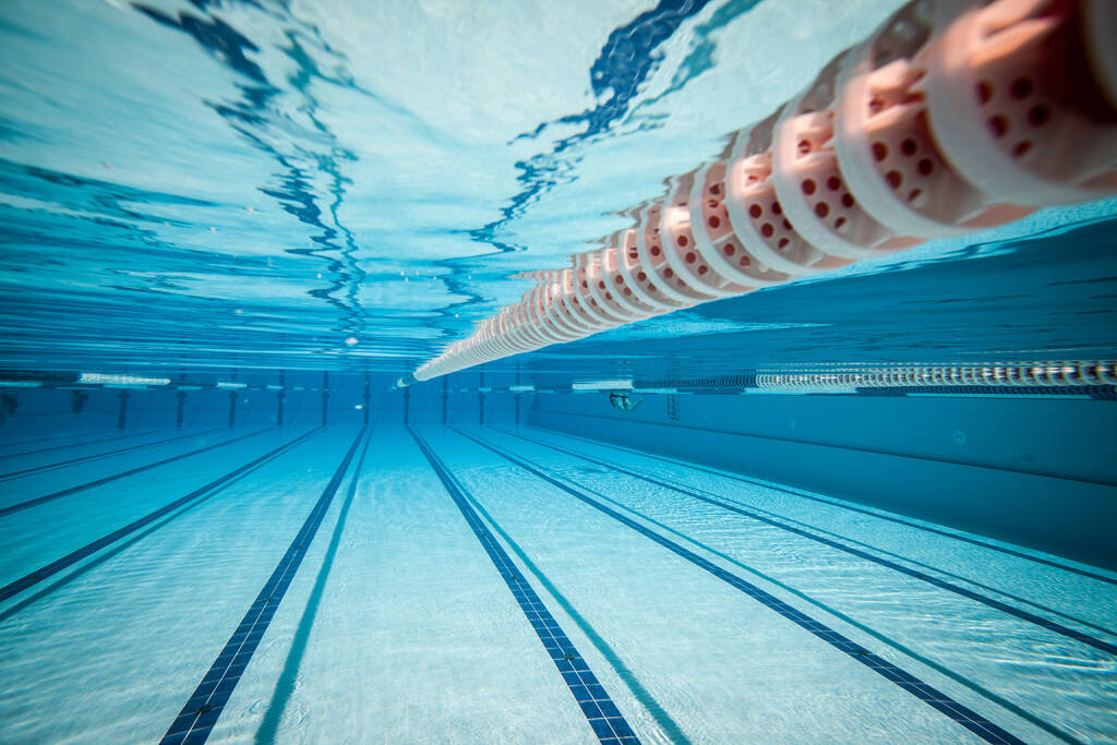 Schwimmen, Schwimmbecken http://www.shutterstock.com/de/pic-112363484/stock-photo-swimming-pool-under-water.html, © www.shutterstock.com (05.01.2016)