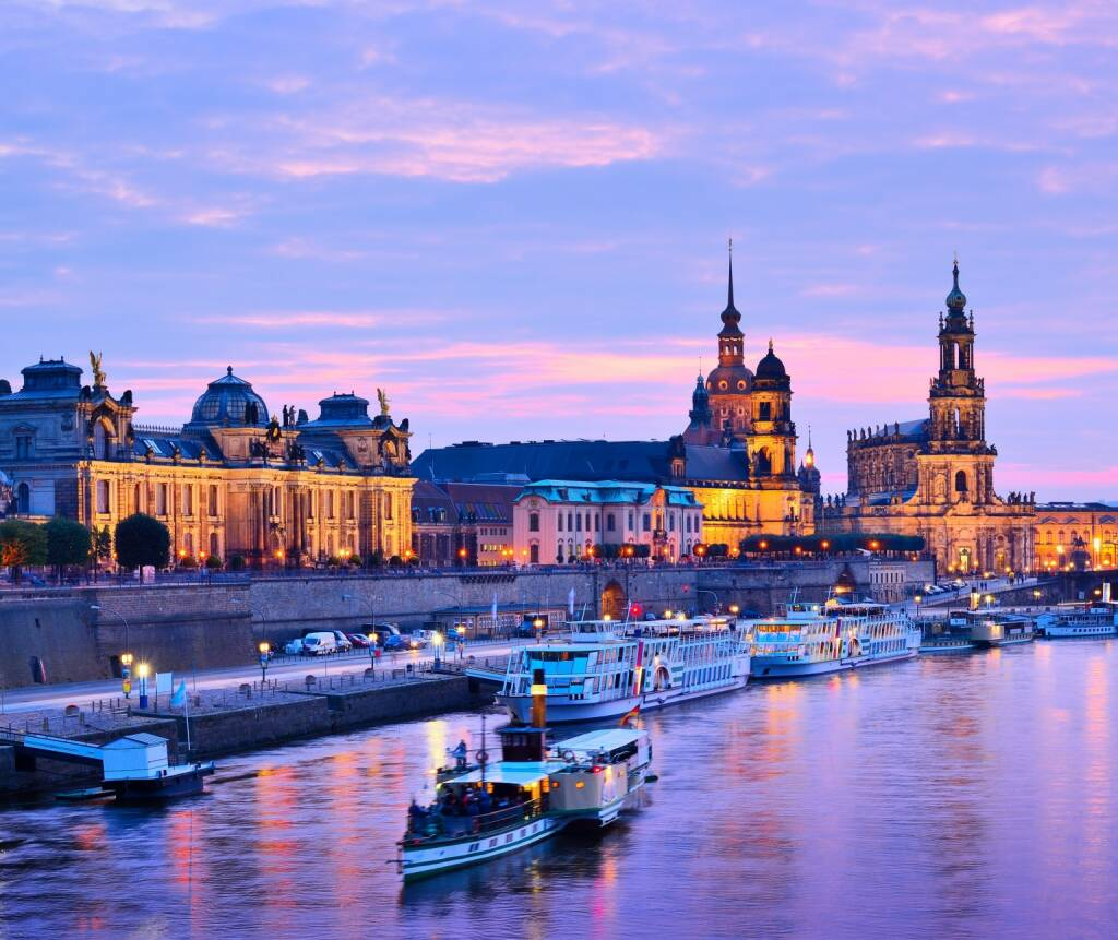 Dresden, Elbe, http://www.shutterstock.com/de/pic-156386465/stock-photo-dresden-germany-cityscape-over-the-elbe-river.html, © www.shutterstock.com (07.01.2016)