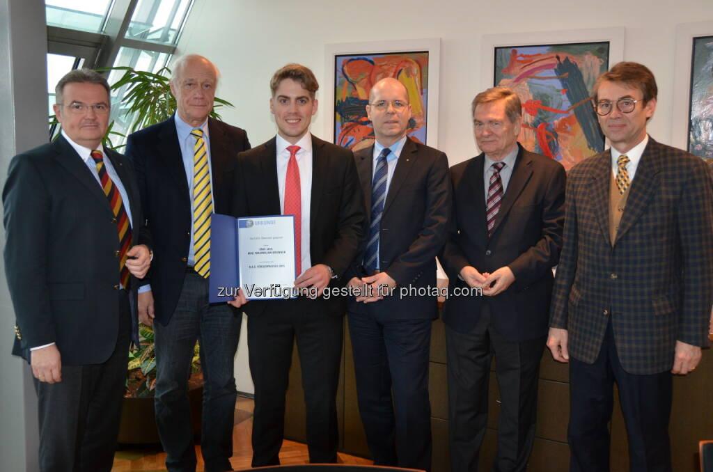 Johannes Loinger (Vorstandssprecher D.A.S.), Attila Fenyves (Universität Wien), Maximilian Brunner (Universität Klagenfurt, Förderpreisgewinner), Ingo Kaufmann (Vorstand D.A.S.), Franz Kronsteiner (GVFW), Michael Waldeck (Prokurist D.A.S.) : D.A.S. Förderpreisverleihung : D.A.S. zeichnet Jungakademiker aus : Fotocredit: D.A.S., © Aussendung (07.01.2016)