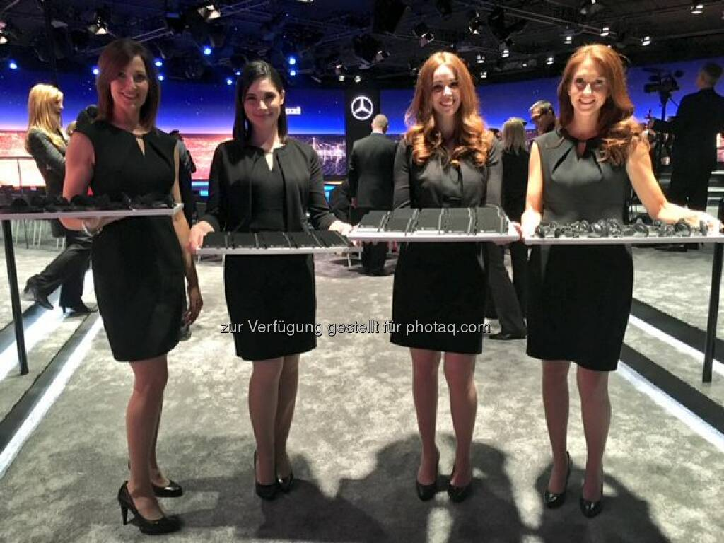 Mercedes Daimler Headphones & Notebooks are ready. Few minutes to go until the #Mercedes #EClass world premiere starts #NAIAS http://twitter.com/Daimler/status/686343611152207872/photo/1  Source: http://facebook.com/daimler, © Aussender (11.01.2016)