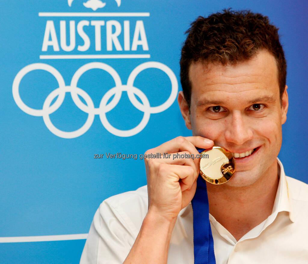 Markus Rogan : Ex-Schwimmstar Markus Rogan kritisiert beim Talk im Hangar-7 den Umgang mit Flüchtlingen : Fotocredit: ServusTV/GEPA/Grebien, © Aussender (12.01.2016)