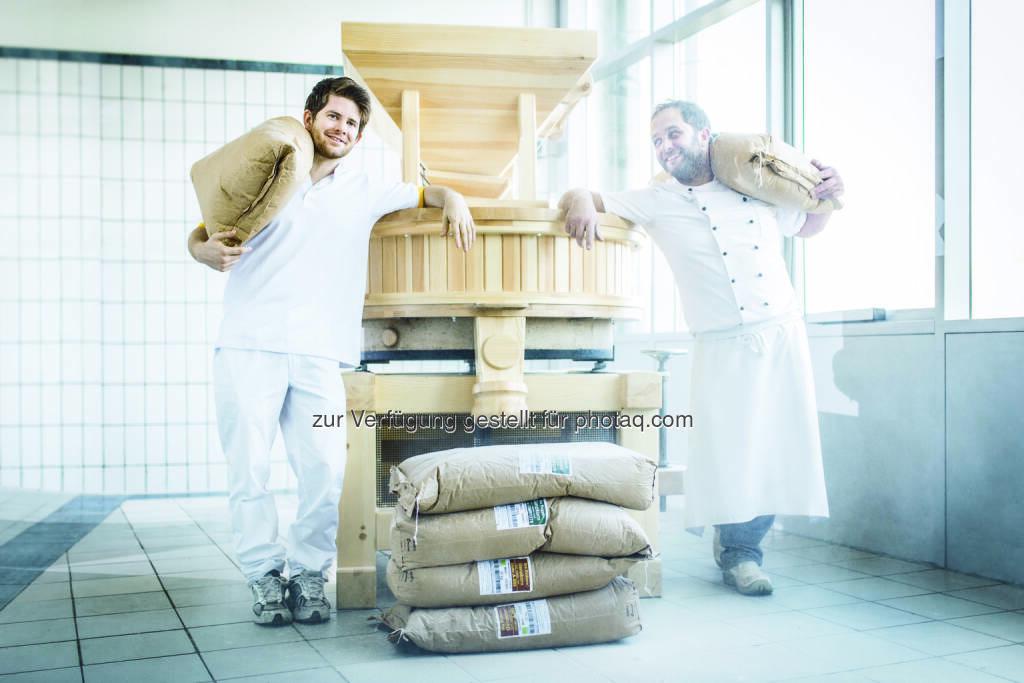 Philipp Ströck (Bäckermeister), Pierre Reboul (Zuckerbäcker) : Neue, innovative Kreationen: Ströck erweitert sein Sortiment um 2 Brote aus frisch gemahlenem Mehl : Fotocredit: Ströck/©Lukas Lorenz, © Aussendung (20.01.2016)