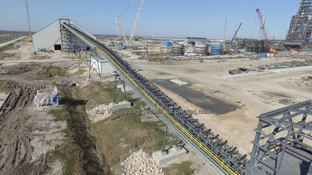 voestalpine - Der Bau der Direktreduktionsanlage in Texas schreitet zügig voran. Mehr zum Baufortschritt inkl. Video: http://bit.ly/1OV52ov // Construction of the HBI plant in Texas is progressing quickly. Read more in this article incl. a video: http://bit.ly/1JB2E9A  Source: http://facebook.com/voestalpine, © Aussender (27.01.2016)