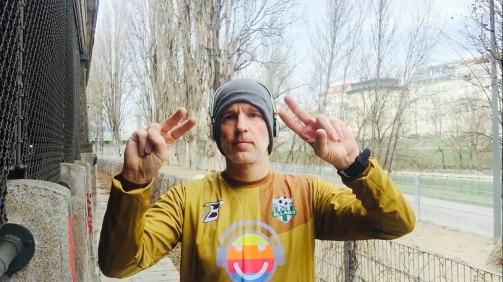 27.1. - Lauf in der viel zu heissen Goalie-Dress des SC Alland, diesen Verein sponsern wir (27.01.2016)