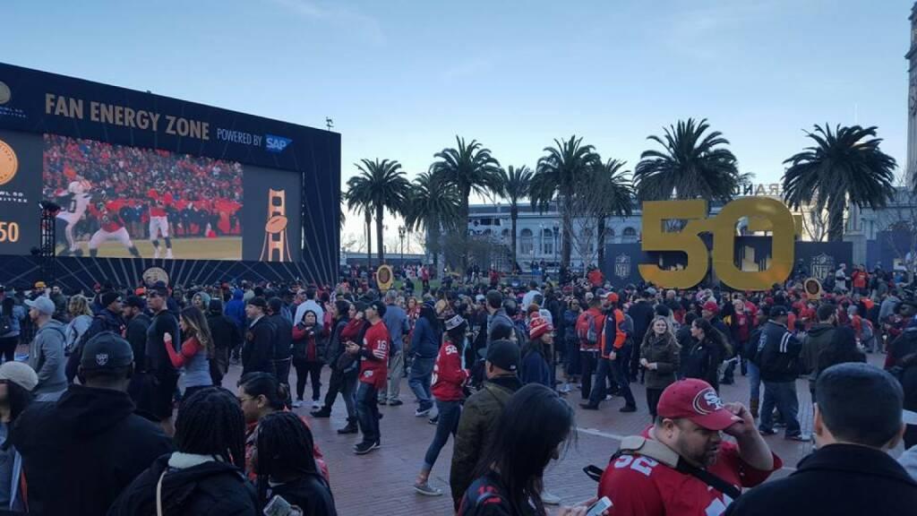 Super Bowl Fan Energy Zone by Nina Haas, © Aussendung (08.02.2016)