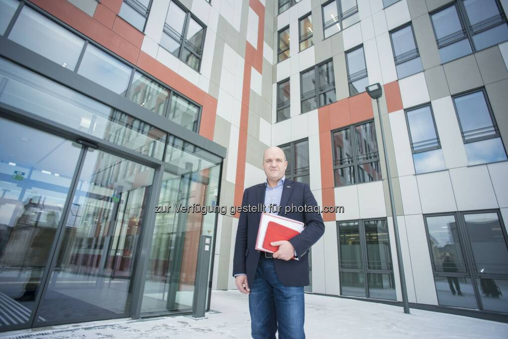 Markus Wieser (AK Niederösterreich-Präsident) : AK Niederösterreich siedelt in neue Zentrale am St. Pöltner AK-Platz 1 : Fotocredit: AK Niederösterreich/Scheichel, BA, © Aussendung (11.02.2016)