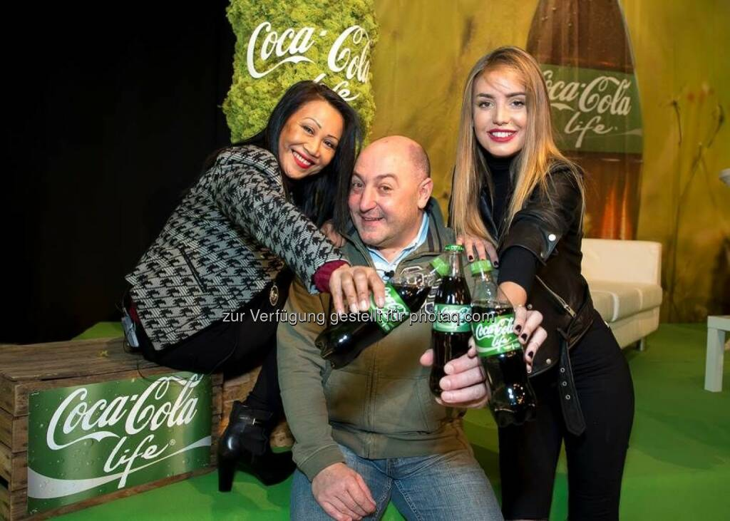 Gina Alaba, Rudi Roubinek (Autor & Schauspieler), Tatjana Catic (Bloggerin) : Nach Coca-Cola (1929), Coca-Cola light (1983) und Coca-Cola zero (2007) kommt nun auch Coca-Cola life nach Österreich : Fotocredit: Coca-Cola GmbH/APA-Fotoservice/Hörmandinger, © Aussender (17.02.2016)