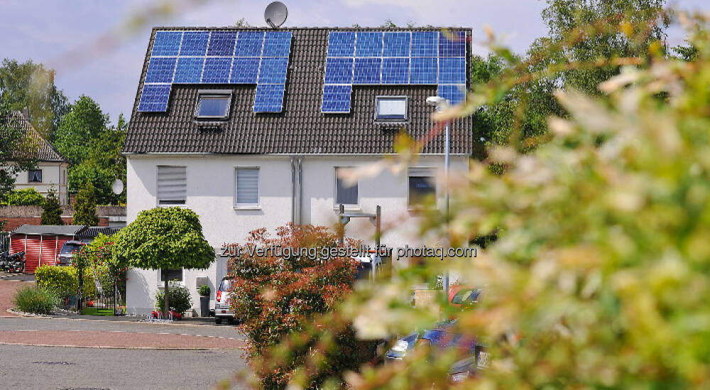strom vom eigenen dach die zukunftsformel photovoltaik speicher rwe smarthome. Black Bedroom Furniture Sets. Home Design Ideas