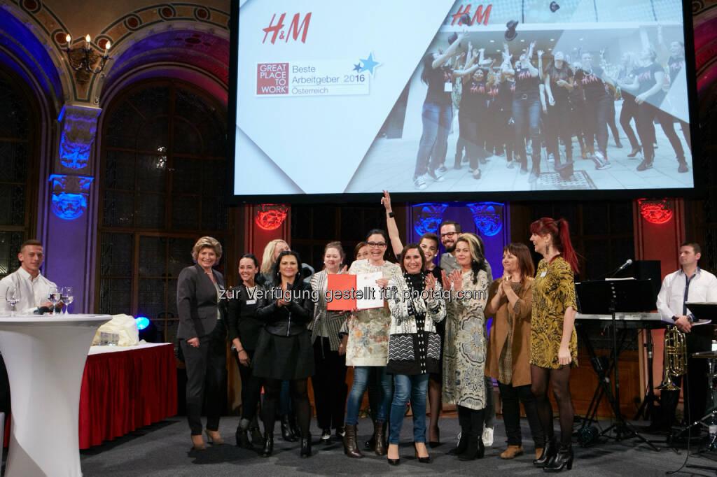 """Modeunternehmen H&M Österreich : Von Great Place To Work® zum zweiten Mal in Folge als """"Beste Arbeitgeber ausgezeichnet : Fotocredit: Great Place to Work/Nuderscher, © Aussendung (18.03.2016)"""