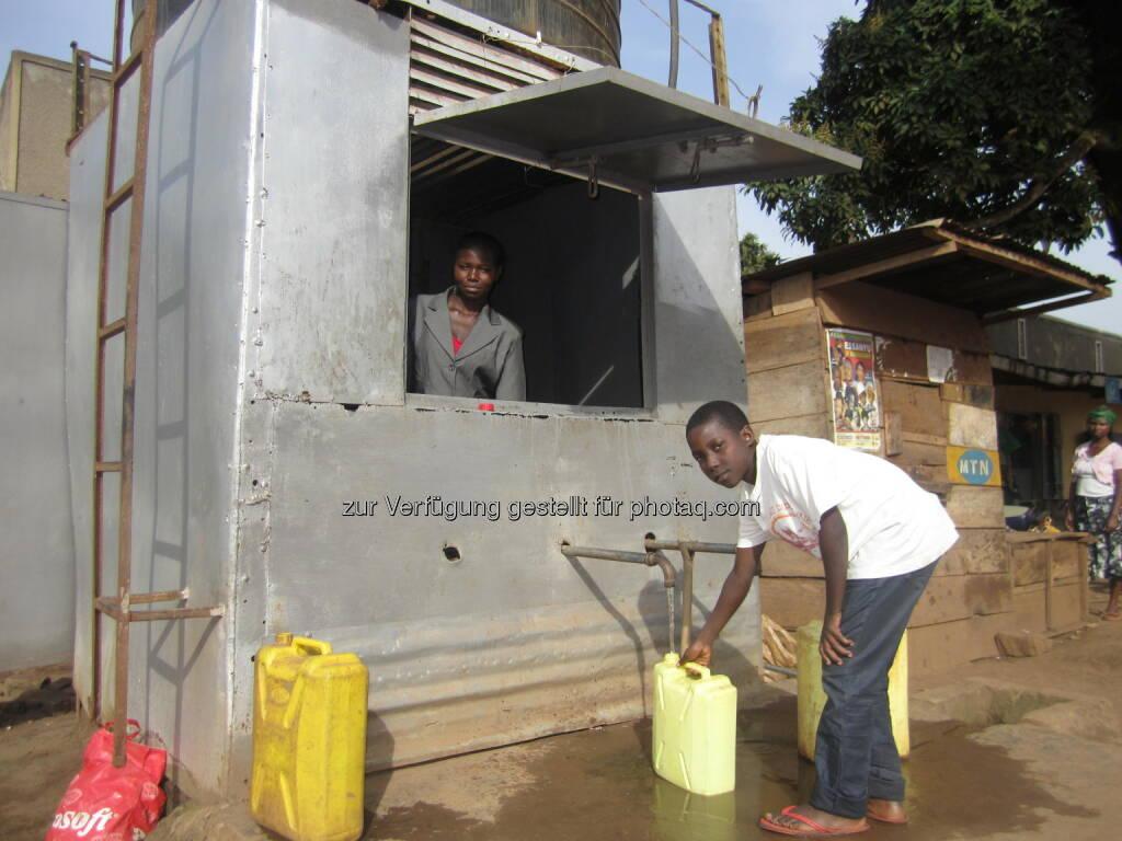 Uganda, Wasserversorgung : Allein in Uganda konnten 2015 durch den Beitrag Österreichs über 60.000 Menschen zusätzlich mit sauberem Trinkwasser versorgt werden : Die Austrian Development Agency wickelte 2015 für 21 Millionen Euro Wasser-Projekte in Entwicklungsländern ab : Fotocredit:ADA/Stefan Pleger, © Aussender (20.03.2016)