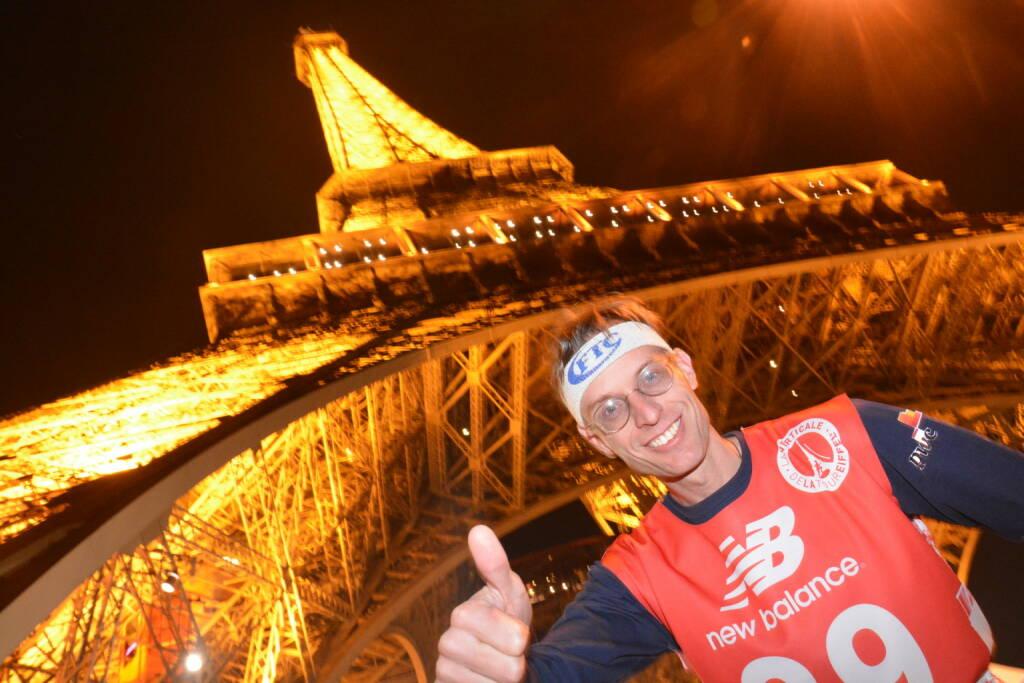 Paris: FTC-Mann stürmt Eiffelturm, 80. Gebäude im 121. Treppenlauf (21.03.2016)