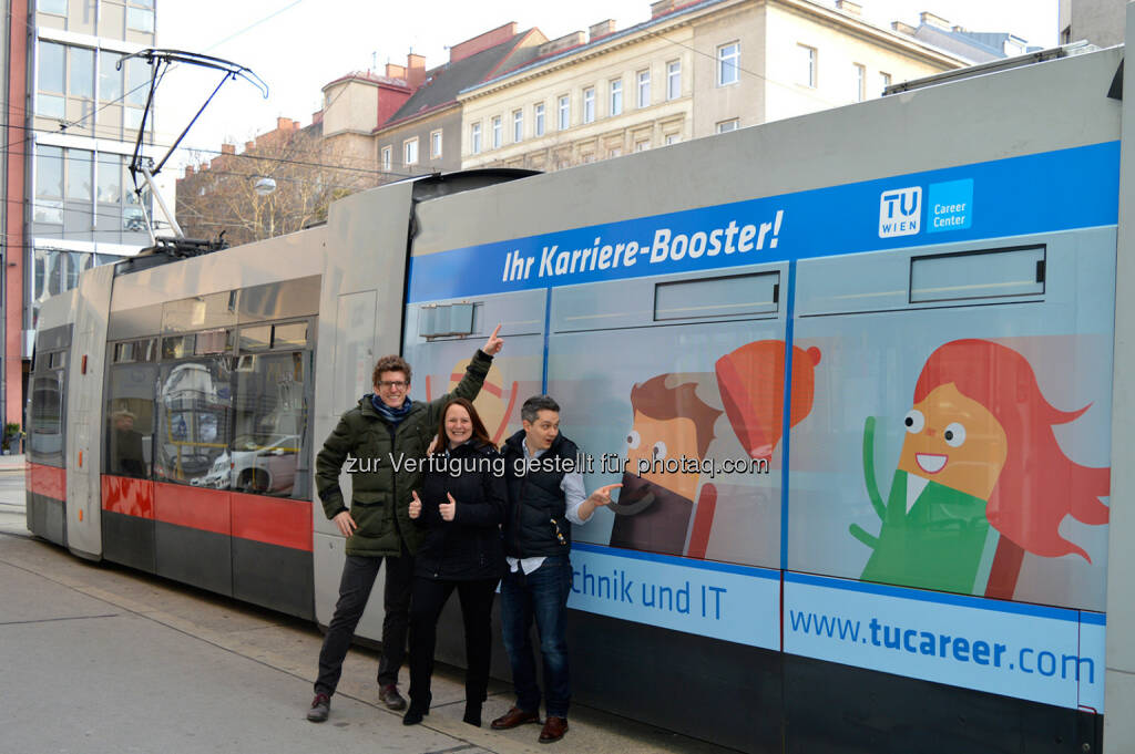 """Andreas Schwaiger, Helene Czanba, Stefan Hörcsöky : TU Career Center : 10-Jahres-Jubiläum der TUday – der Jobmesse der TU Wien : """"TUCC-Straßenbahn"""" fährt durch Wien : Fotocredit: TU Career Center (24.03.2016)"""