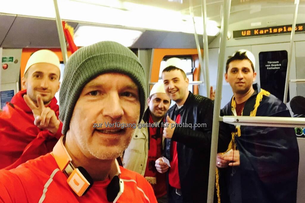 Mit Albanien Fans in der U Bahn (26.03.2016)