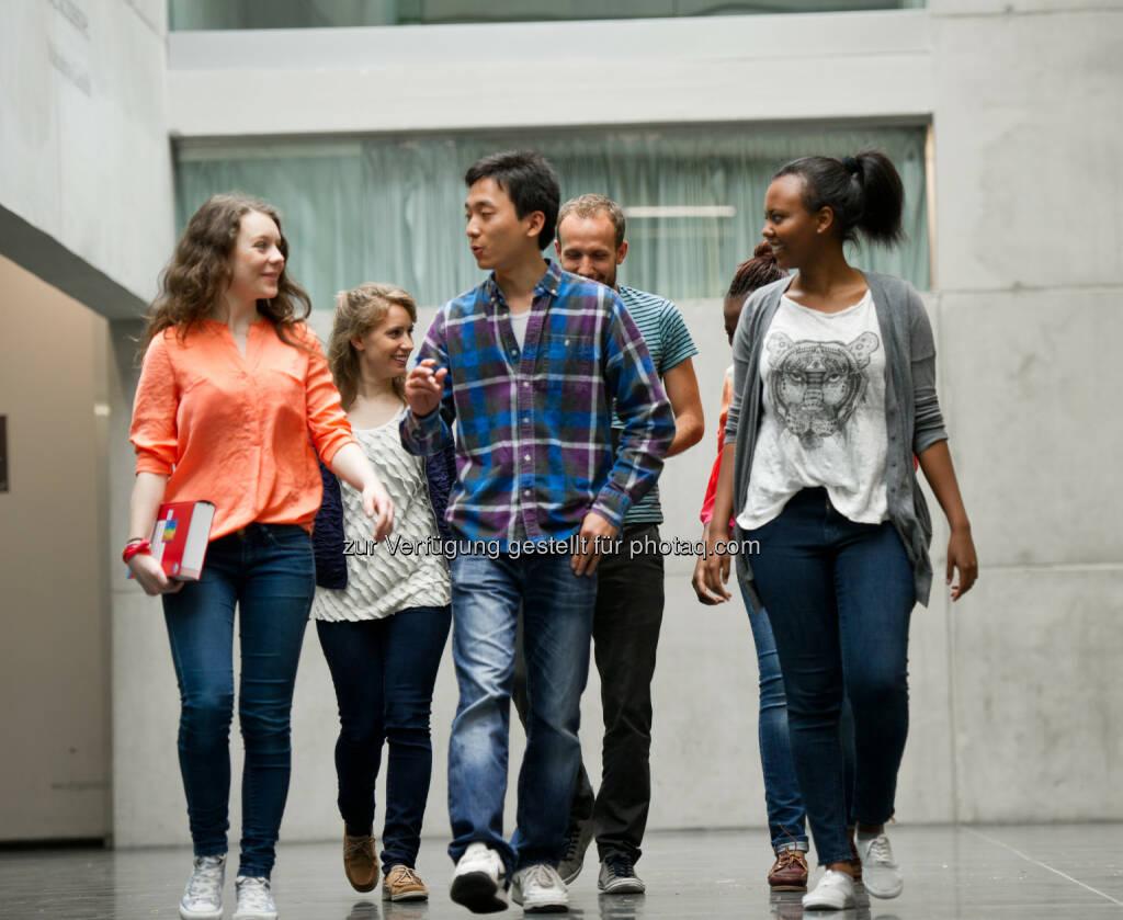 """FH Kufstein Tirol, Studenten : FH Kufstein Tirol: Weltweit unter den Besten in """"Student Mobility"""" - auf #10 in globalem Hochschulranking : Fotocredit: FH Kufstein Tirol/Berger, © Aussendung (05.04.2016)"""
