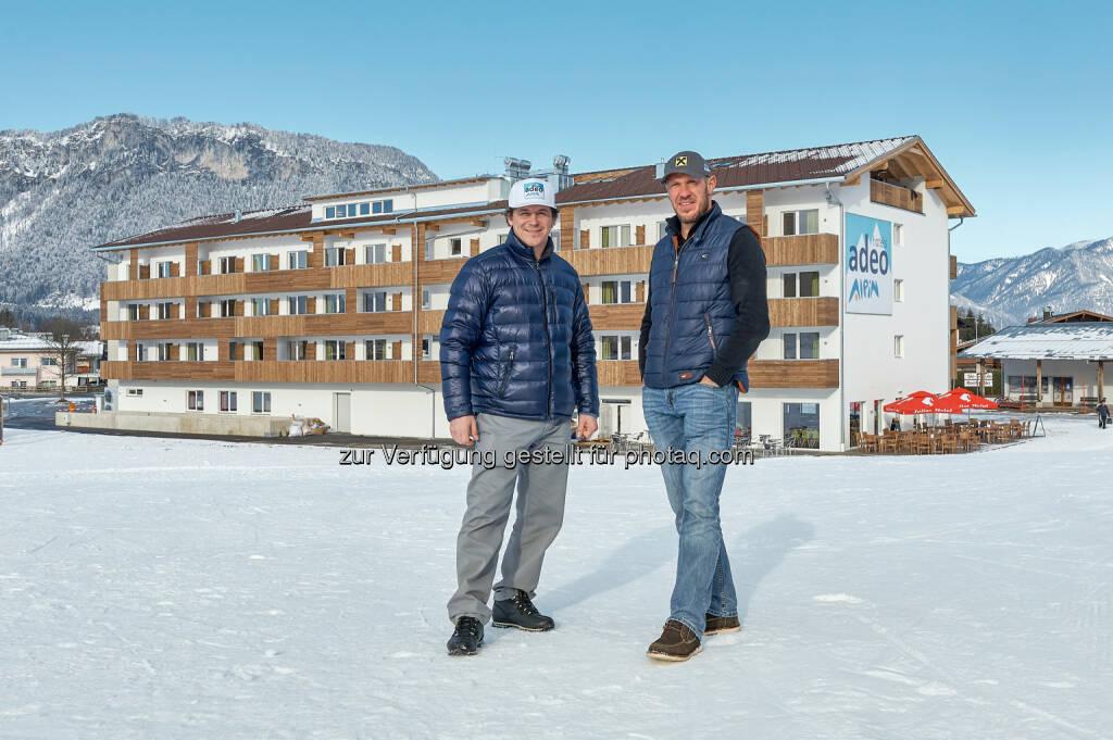 Rainer Schönfelder, Hermann Maier : Bramac als exklusiver Dachpartner der adeo Alpin Hotels : Fotocredit: adeo Alpin, © Aussendung (11.04.2016)