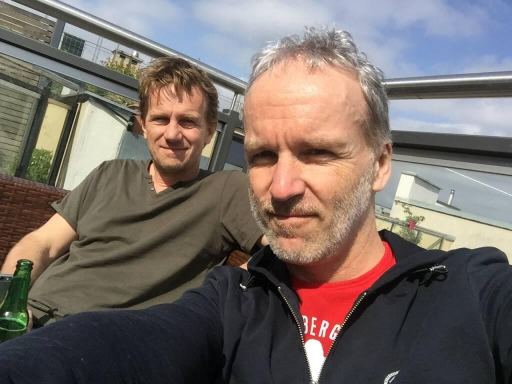 Gemeinsam vor 30 Jahren 1. VCM gelaufen: Michael Marek, Christian Drastil, heuer war Michi der Schuhtausch-Coach http://runplugged.com/2016/04/10/marathon-pb_mit_fur_mich_richtiger_idioten-taktik_samt_schuhwechsel_christian_drastil_via_runplugged_runkit  (11.04.2016)